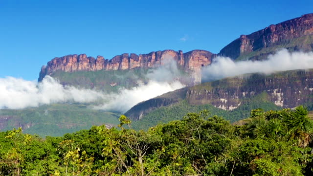 HD Wind and clouds on Auyan Tepuy from Uruyen, Venezuela