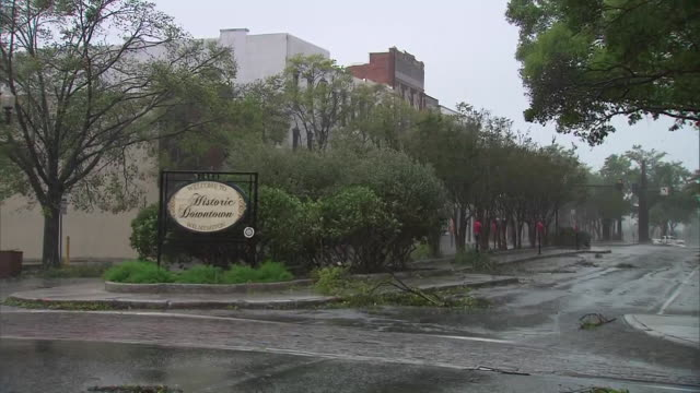 wind and rain from hurricane florence at an intersection in wilmington, north carolina on september 14, 2018. - wilmington north carolina stock videos & royalty-free footage