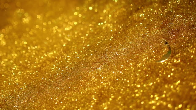 wind blow away gold sand, unveiling golden 2015