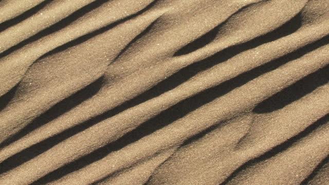 cu wind blowing across sand dune / san pedro de atacama, norte grande, chile - antofagasta region stock videos and b-roll footage