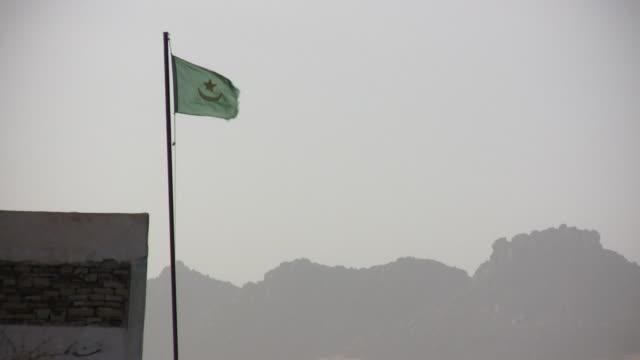 ms wind blowing mauritanian flag / tzarga, adrar, mauritania - mauritania stock videos & royalty-free footage