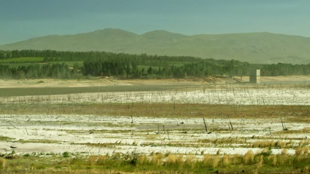 wind blowing sand across the dried bed of the theewaterskloof dam - climate change stock videos & royalty-free footage