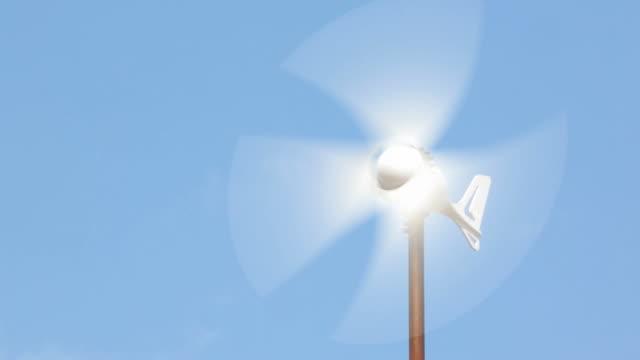 vidéos et rushes de générateur de l'énergie éolienne - de petite taille