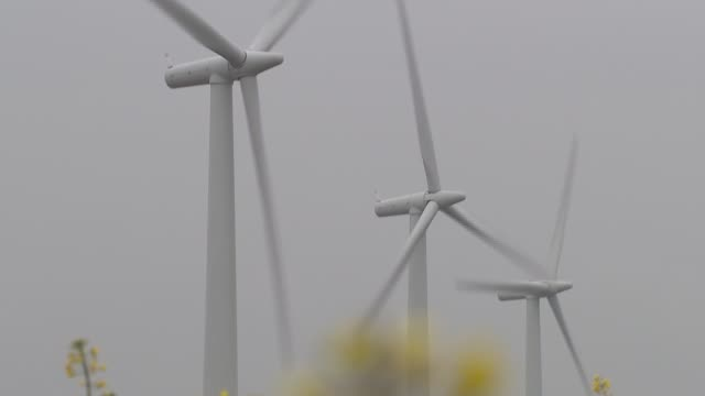 wind farm general views; england: oxfordshire: ext / rain general views westmill wind farm / wind turbines / windmills - oxfordshire stock videos & royalty-free footage