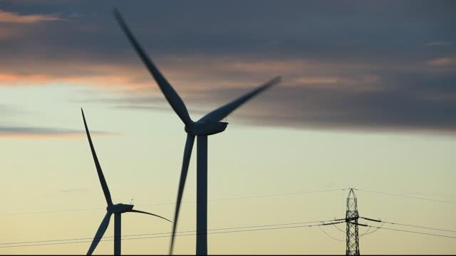 vídeos y material grabado en eventos de stock de a wind farm near newcastle upon tyne, north east, uk. - newcastle