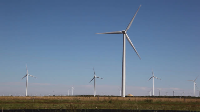 wind farm on the west texas plains - windmill stock videos & royalty-free footage