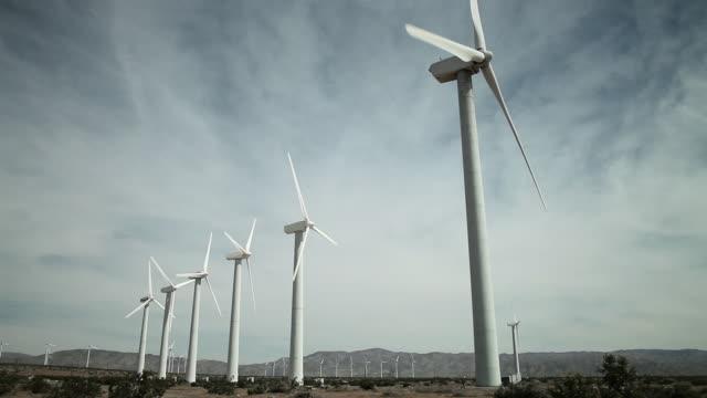wind farm - 数個の物点の映像素材/bロール