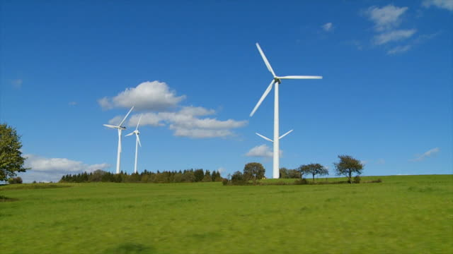 hd wind farm (drivers point of view) - wiese stock videos & royalty-free footage