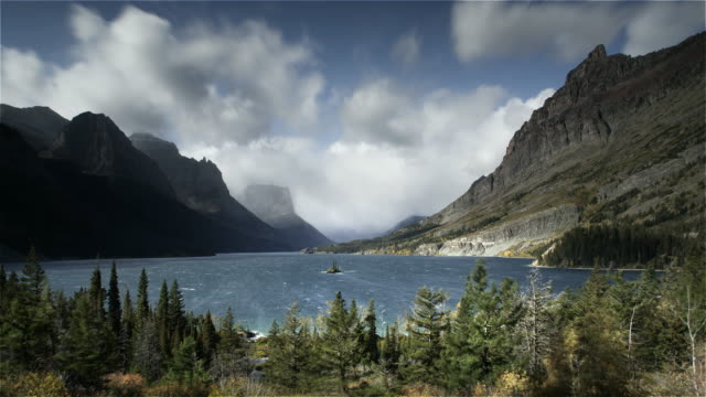 vidéos et rushes de wind, lake and mountains, glacier, np, mt - montana