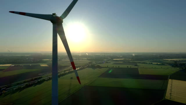 wind turbine at sunrise - gegenlicht stock-videos und b-roll-filmmaterial