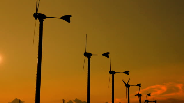 stockvideo's en b-roll-footage met wind turbine golden twilight - middelgrote groep dingen