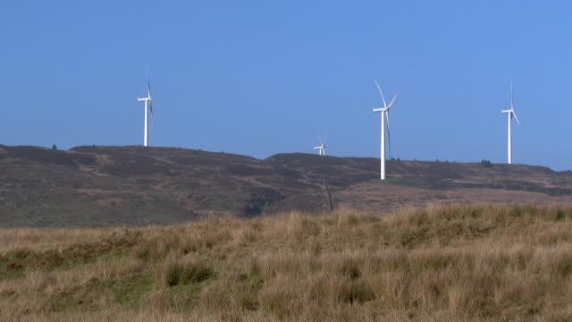 stockvideo's en b-roll-footage met windturbine in afgelegen landelijke schotse - galloway schotland