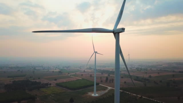 stockvideo's en b-roll-footage met windturbine in zonsondergang - station