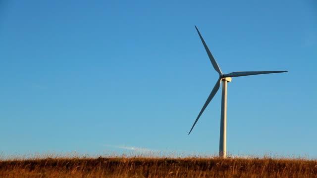 wind turbine on prairie - great plains stock videos & royalty-free footage