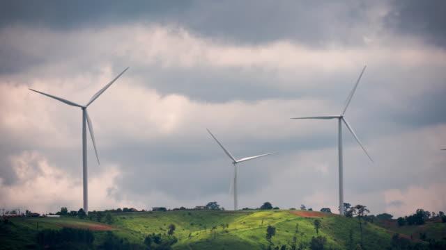 stockvideo's en b-roll-footage met windturbine time lapse - watervorm