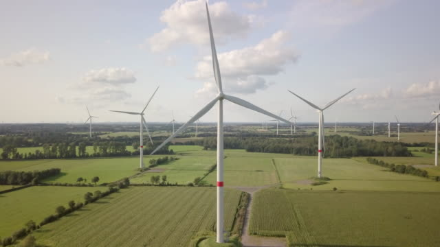 vídeos de stock, filmes e b-roll de wind turbine turning gently in the wind - moinho
