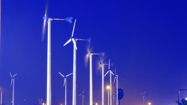 stockvideo's en b-roll-footage met wind turbine twilight timelapse - middelgrote groep dingen