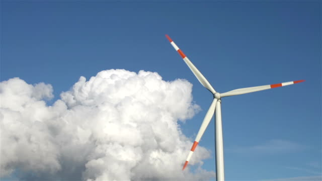 wind turbine - vorderansicht stock-videos und b-roll-filmmaterial