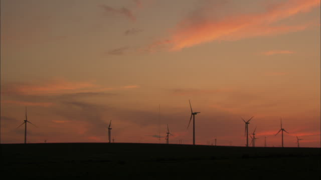 ws wind turbines against sunset sky, huitengxile, inner mongolia, china - medium group of objects stock videos & royalty-free footage