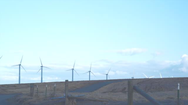 ws wind turbines at dusk / zillah, washington, usa        - einige gegenstände mittelgroße ansammlung stock-videos und b-roll-filmmaterial