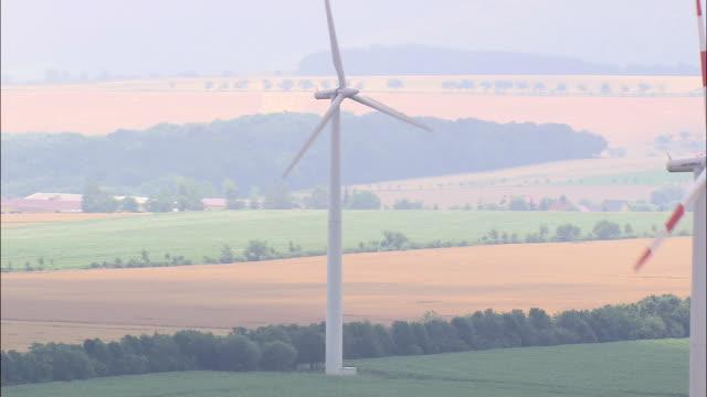 wind turbines at eckolstadt - turingia video stock e b–roll