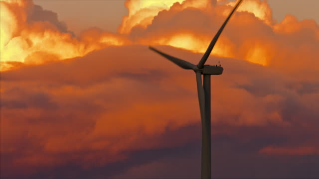 stockvideo's en b-roll-footage met windturbines bij zonsondergang - renewable energy