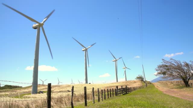 DS-Windkraftanlagen in der Landschaft