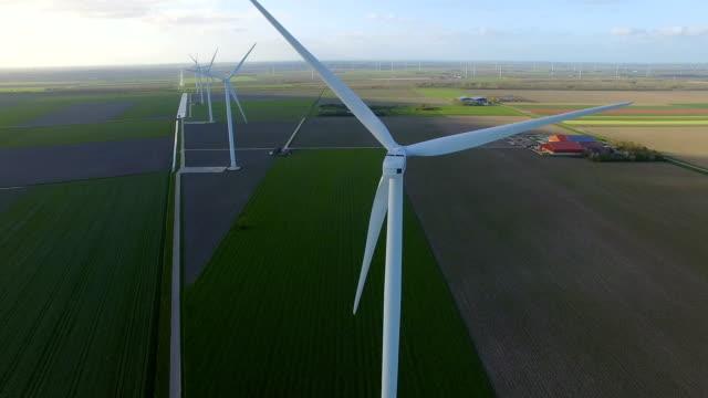 vídeos y material grabado en eventos de stock de wind turbines in fields - paisaje mosaico