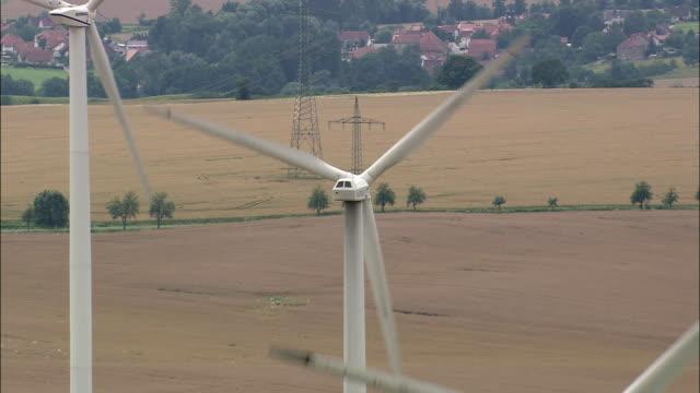 aerial cu zo wind turbines in rural landscape, thuringia, germany - turingia video stock e b–roll