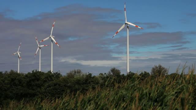hd wind turbines on farmland - elektrizität stock videos & royalty-free footage