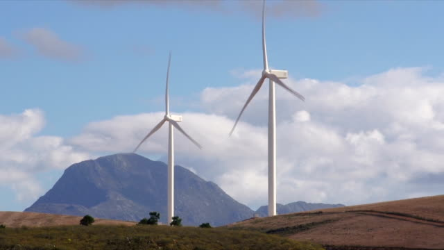 ws wind turbines on wind farm / klipheuwel/ western cape/ south africa - due oggetti video stock e b–roll