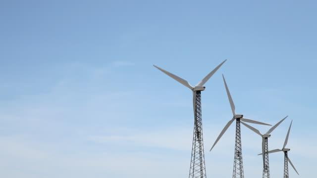 stockvideo's en b-roll-footage met wind turbines - vier dingen
