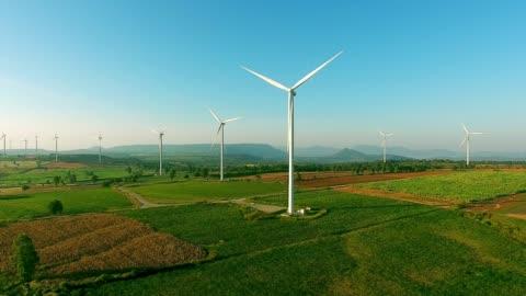 空中ビュー: 風力タービン - 風力発電点の映像素材/bロール