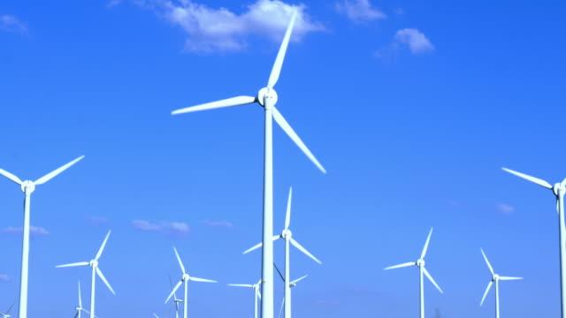 vídeos y material grabado en eventos de stock de aerogeneradores - huella de carbono