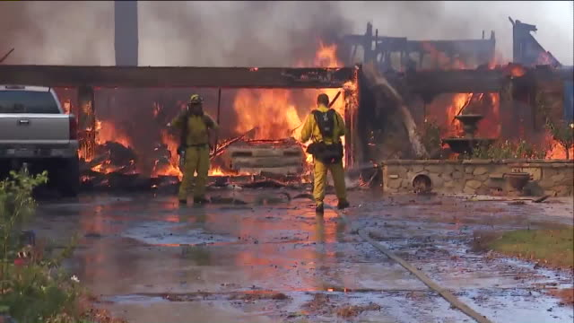 ktla winddriven flames spread uphill from state route 241 and the first home caught fire shortly before noon then additional homes quickly began to... - 救助隊点の映像素材/bロール