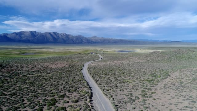 winding road in mammoth lakes - mammoth lakes video stock e b–roll