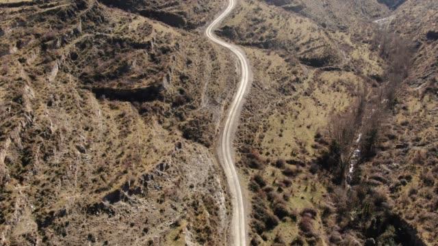 vídeos y material grabado en eventos de stock de camino en zona rural - dirt road