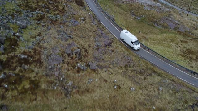 winding road - winding road stock videos & royalty-free footage