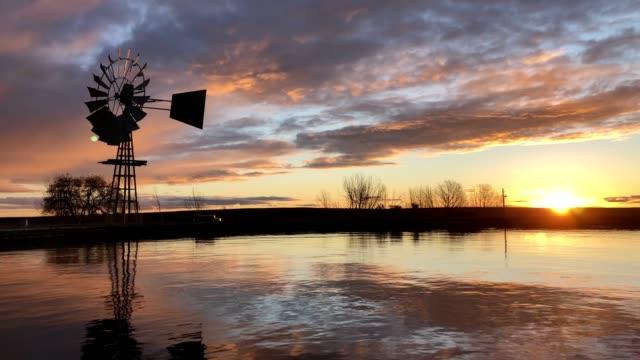 väderkvarn i solnedgången - karoo bildbanksvideor och videomaterial från bakom kulisserna