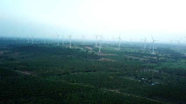 windmühlen-stromtechnik für grüne energie - landwirtschaftsminister stock-videos und b-roll-filmmaterial