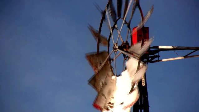 windmühle - speichen stock-videos und b-roll-filmmaterial