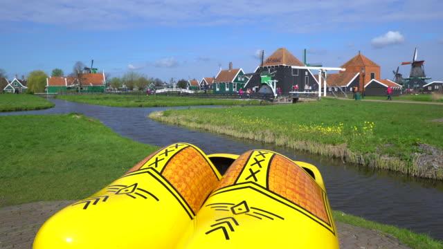 vidéos et rushes de windmills at zaanse schans near zaandam, amdsterdam, holland - culture néerlandaise