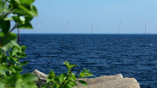 vidéos et rushes de éoliennes offshore - mer du nord
