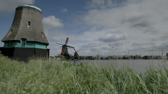 ws windmills turning, netherlands - standbildaufnahme stock-videos und b-roll-filmmaterial