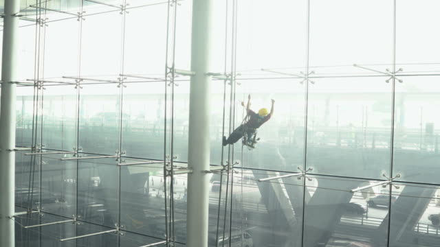 window cleaner : slow motion - window washer stock videos & royalty-free footage