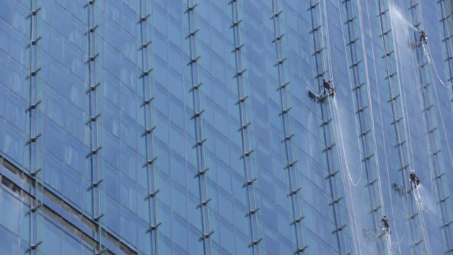 ws window cleaners cleaning windows on marina bay sands hotel - window washer stock videos & royalty-free footage