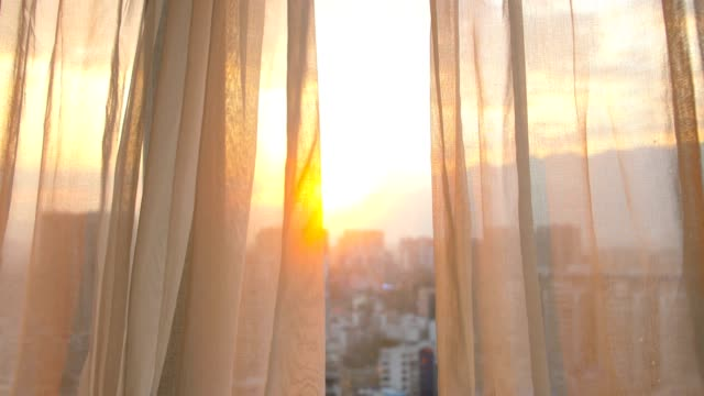 vídeos de stock e filmes b-roll de window curtain with morning sunlight - curtain