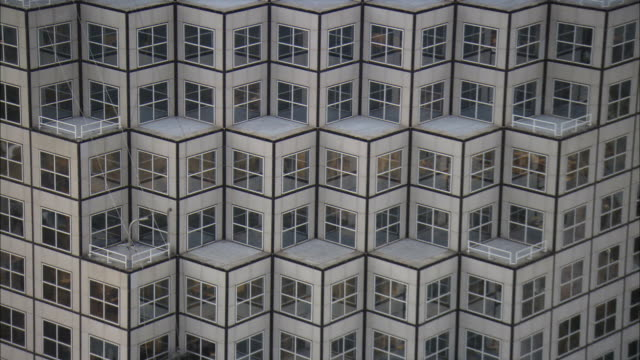 vídeos de stock, filmes e b-roll de ha cu pan tu window on office building / miami, florida, usa - repetition
