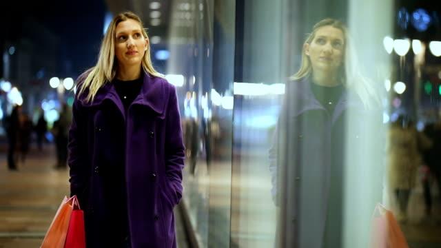fönstershopping - spegling bildbanksvideor och videomaterial från bakom kulisserna