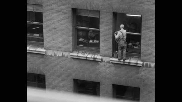 window washer cleaning windows of building on e 23rd and lexington, new york city, new york state, usa - safety harness stock videos & royalty-free footage